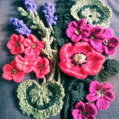 Wie stricken und häkeln Blumen, die Sie wissen müssen