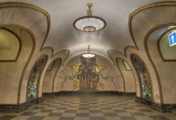 """Ela ajuda a entrar em Gorky Park estação de metrô """"Oktyabrskaya"""""""