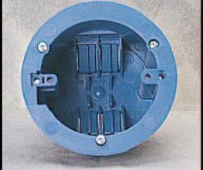 Installation von Schaltern und Steckdosen mit den Händen