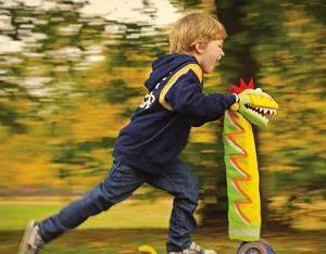 Scooter Dreirad 2 Jahre. Wie ein Roller für Ihr Kind wählen?