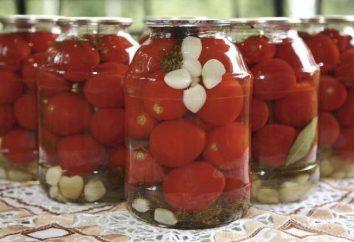 Préparer les tomates d'hiver dans une marinade mystérieuse