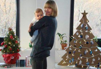 árbol de Navidad creativo con sus manos con materiales de desecho