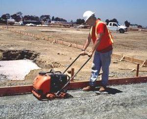 Lastra vibrata a benzina – un'apparecchiatura indispensabile per la costruzione di strade
