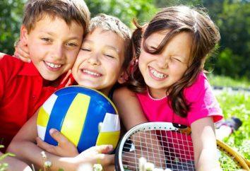 acampamento de verão – as atividades do programa e entretenimento. Acampamento durante as férias de Verão