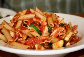 pâtes italiennes: une recette de poulet, des champignons et la crème, ainsi qu'une variation alimentaire avec des tomates et basilic