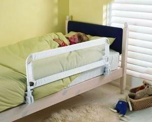 Kołnierz na łóżku przed upadkiem – niezastąpionym narzędziem w domu z dziećmi