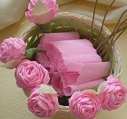 Kompozycje kwiatowe i rzemiosła papieru krepa