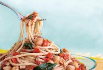 Gotowanie makaron z pomidorowy i przyprawy