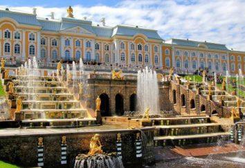 Cascada magnífica de Peterhof (San Petersburgo, Rusia)