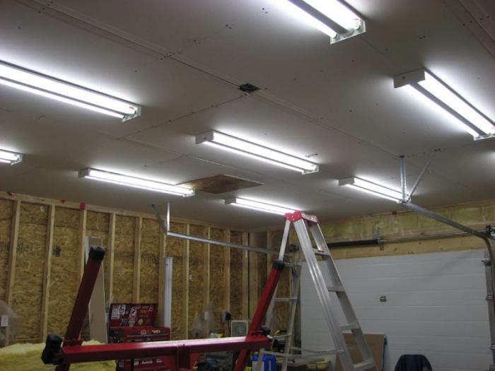 Come trascorrere l illuminazione in garage con le mani