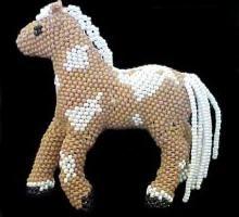 Pferd Perle: eine Meisterklasse in der Weberei