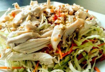 Le menu de la table de vacances: salade de poitrine de poulet – cuit, fumé, rôti