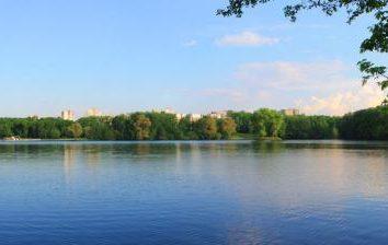 Komsomol lac: Saint-Pétersbourg, Minsk et Nizhnevartovsk