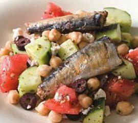 Ein wunderbarer Salat von Fischkonserven Rezept