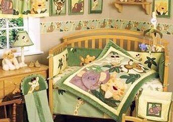 Um Baby-Bettwäsche in der Krippe zu wählen