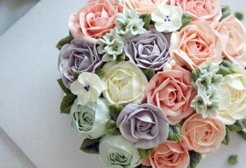 Un pastel con rosas. Decoración de pasteles. Crema para rosas en un pastel