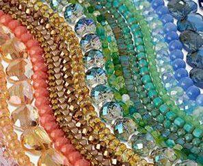 Artículos de perlas con las manos: las ideas para la costura