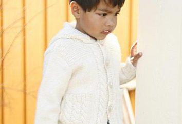 Gestrickte Pullover für ein Kind mit Schemata Speichen