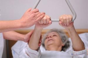 El cuidado de los pacientes inmóviles en el hogar: el dinero y el cuidado de los elementos, las normas