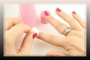 Come rimuovere il gommino e come questo minaccia la salute delle unghie