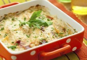 Ovoschnoya Tasty Auflauf mit Pilzen, Käse oder Hackfleisch Huhn