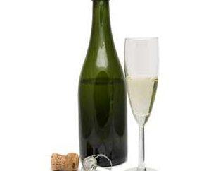 Une bouteille de champagne – un attribut indispensable de vacances