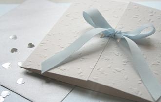 """Festa do """"feito à mão"""": como fazer um convite de casamento com suas próprias mãos?"""