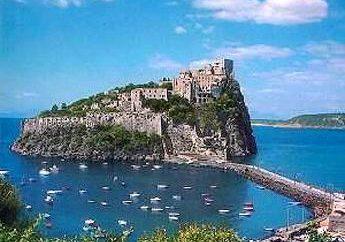 Wir betrachten die Hotels. Ischia – ein Ort, wo man heilen kann