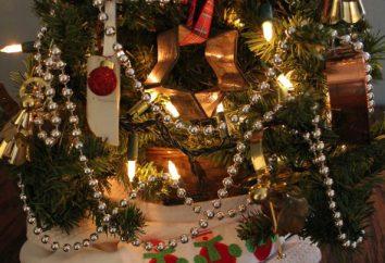 Perline sul legno della croce: le regole di base della decorazione dell'albero di Natale