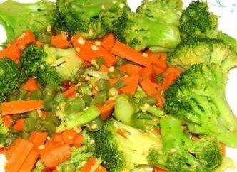 legumes no vapor. Comida saborosa e saudável