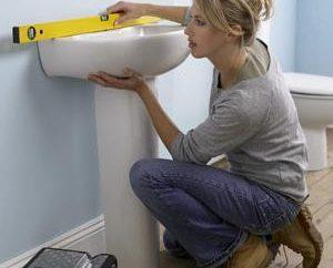 Jako tani dokonać napraw w łazience? Skromnie, ale z wysoką jakością i nowoczesnym