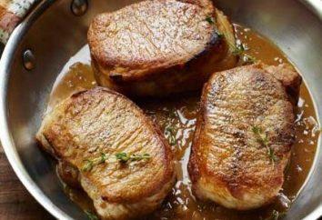 chuleta de cerdo sabrosa y jugosa en la sartén