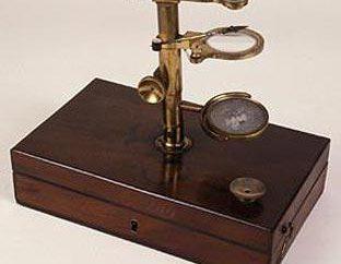 Tipi di microscopi: descrizione, caratteristiche principali, scopo. Come si differenzia un microscopio elettronico da un microscopio leggero?
