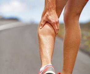 Pourquoi suis-je avoir des crampes aux jambes dans les mollets?