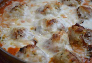 Boulettes de viande dans la sauce à la crème aigre au four: une recette avec une photo