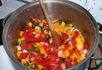 Délicieux fait maison: assaisonnement l'hiver de tomates et d'autres légumes