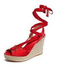Möchten Sie ändern? Kaufen rote Sandalen!